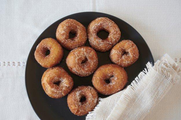 mini cinnamon donuts.
